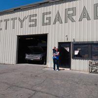 Smitty's Garage logo